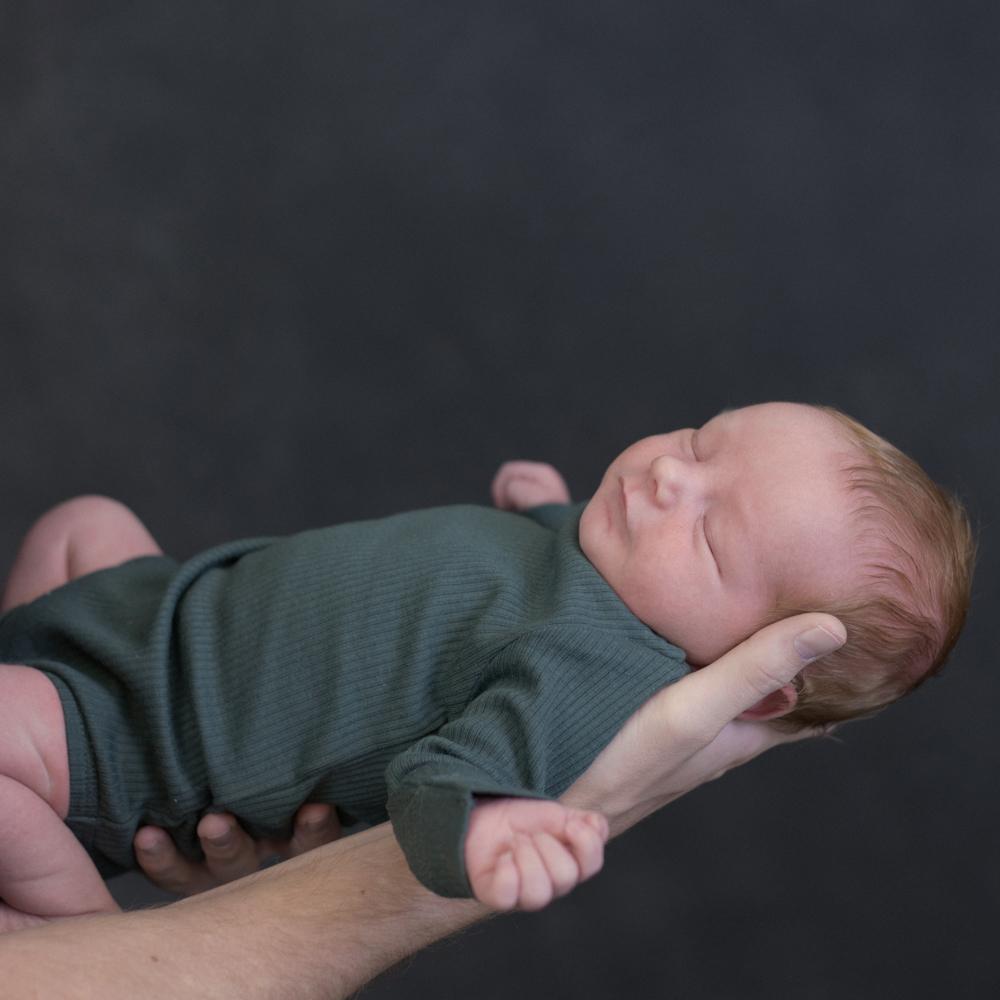 Tryk og Glad babymassage mave og -søvn